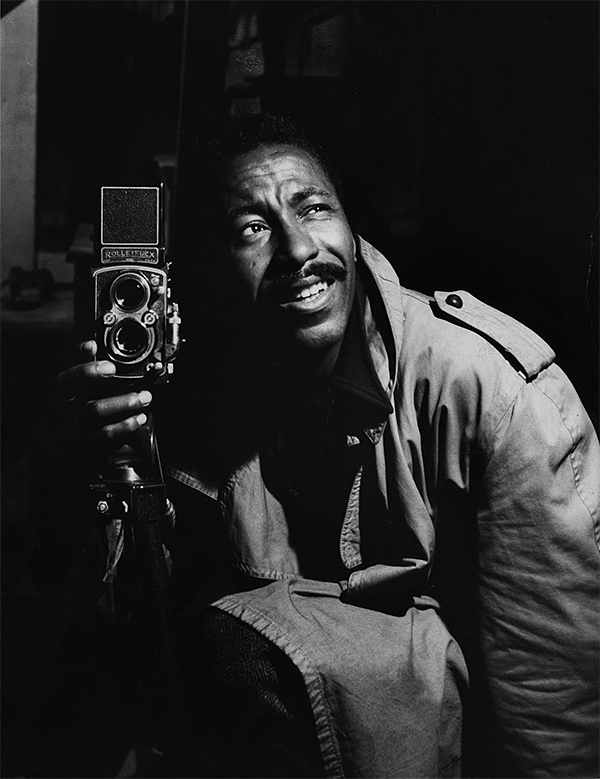 Gordon_Parks_auto_retrato_s_data.jpg