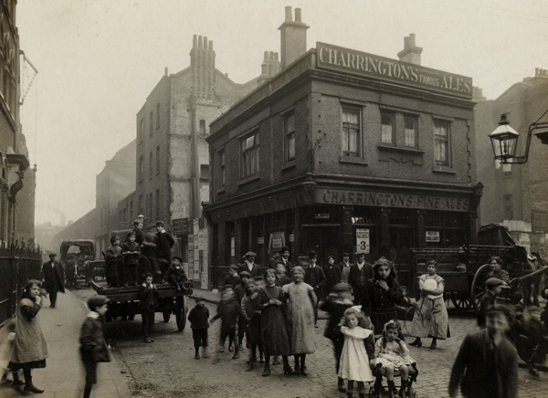 CA_Mathew_In_Crispin_St_looking_towards_the_Spitalfields_Market_Londres_20_Abril_1912.jpg