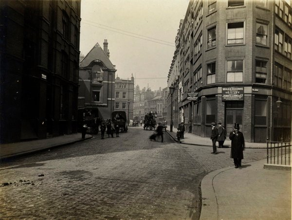 CA_Mathew_Looking_down_Middlesex_St_towards_Bishopsgate_Londres_20_Abril_1912.jpg
