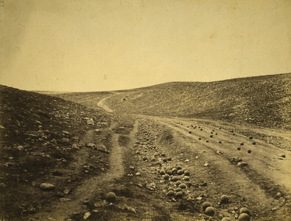 Roger Fenton, Vallley of the shadow of death, Crimeia, 1855.jpg