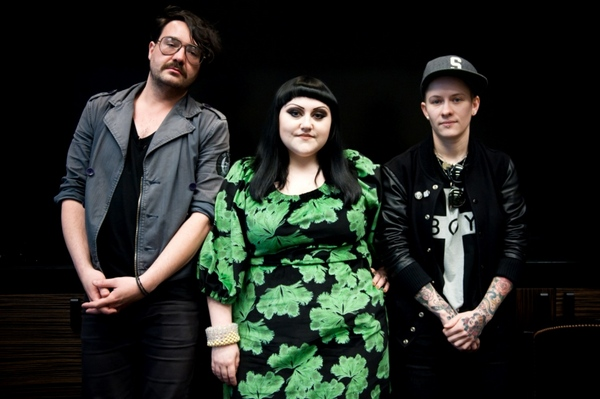 band-gossip-beth-ditto-brace-paine-hannah-billie.jpg