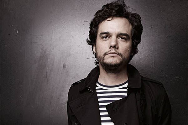 The 41-year old son of father José Moura and mother Alderiva Moura, 177 cm tall Wagner Moura in 2017 photo