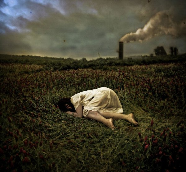 brooke-golightly-photography-brunette-girl-woman-laying-grass-flowers-texture-dark-pollution.jpg