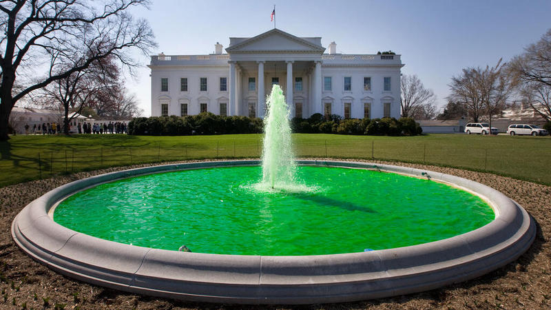 White_House_fountain_dyed_green_for_Saint_Patrick's_Day_2011.jpg