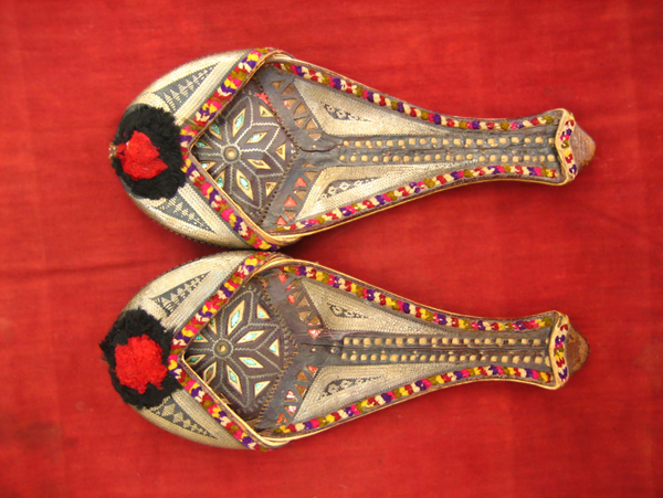 sindhi_shoes_20110908_bo_05.jpg