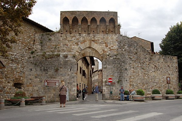 san-gimignano-city-gate-8471.JPG