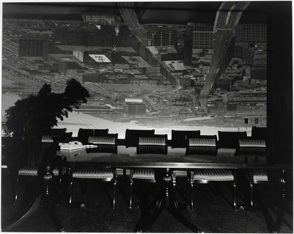 c2a9-abelardo-morell-camera-obscura-image-of-boston-view-looking-south-east-in-conference-room-1998-_-choisie-par-h.jpg