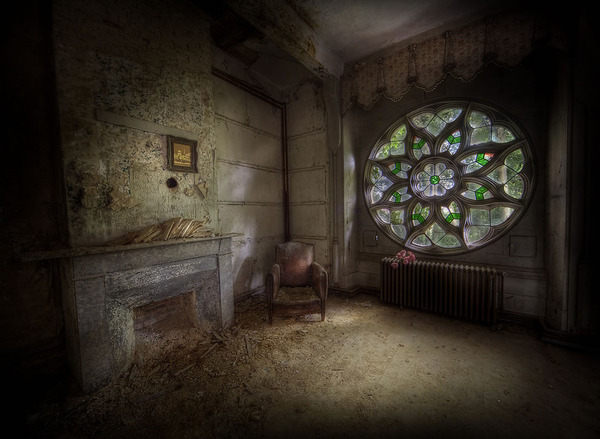Abandoned-manor-housethe-most-classic-window-of-them-all-i-would-say.jpg