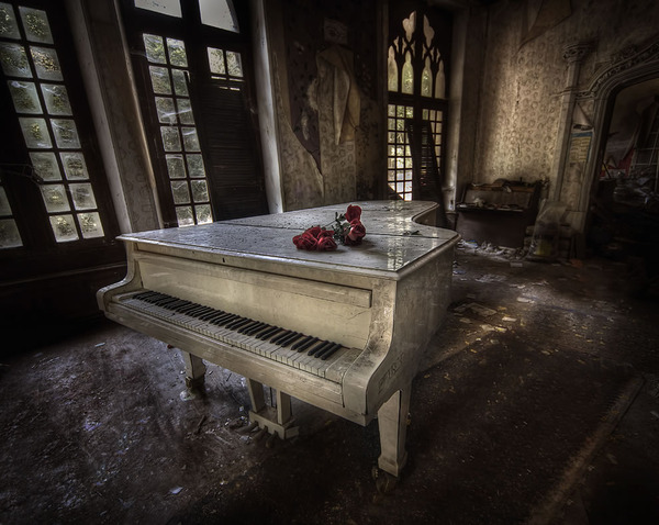 Great-white-piano-in-abandoned-manor-house.jpg