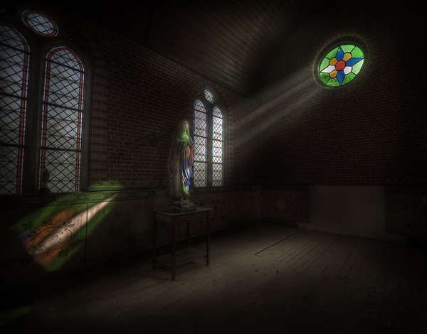 The-chapel-of-rays-inside-an-abandoned-mansion.jpg