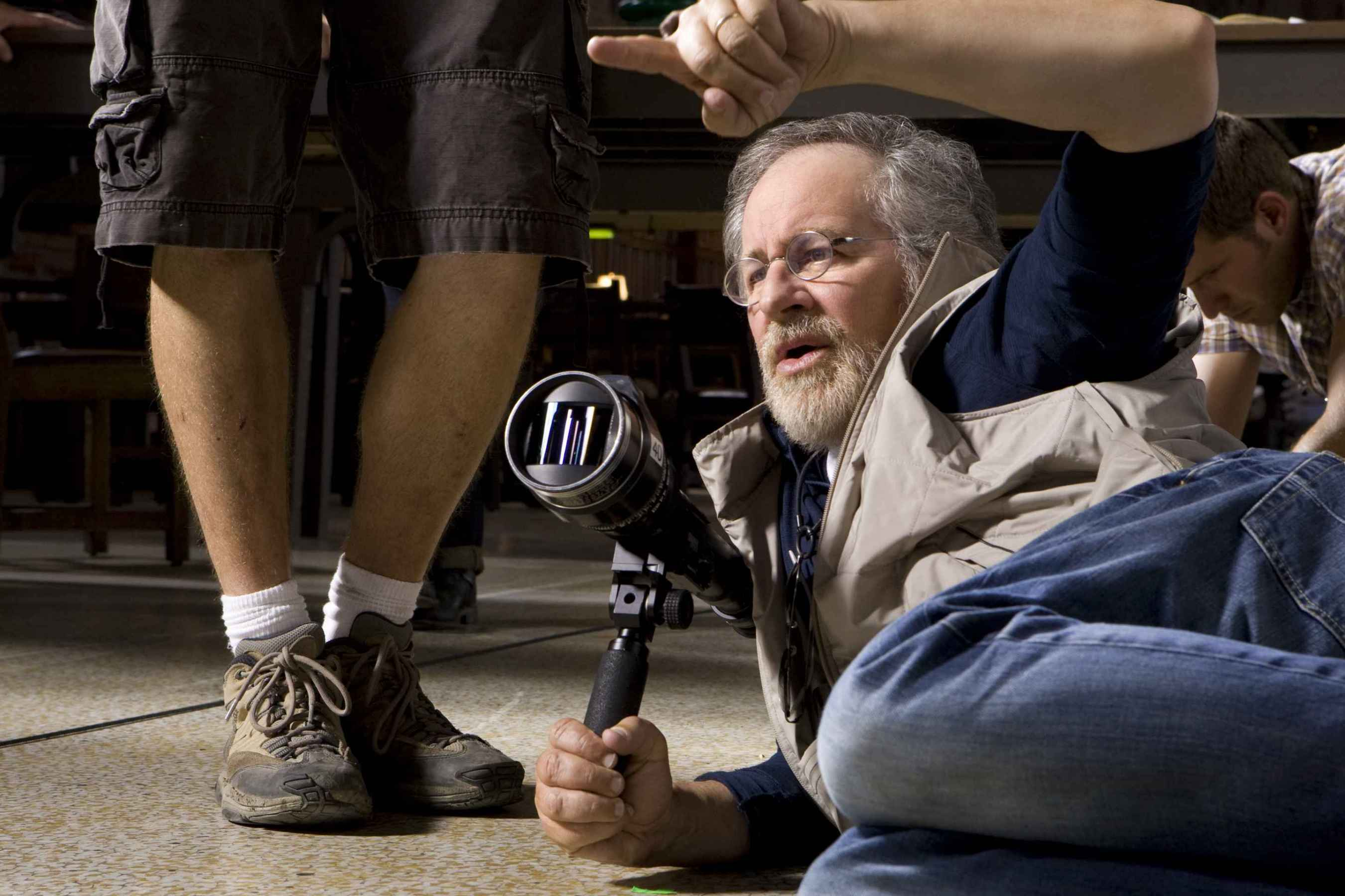 http://lounge.obviousmag.org/horizonte_distante/2015/03/12/steven-spielberg1.jpg