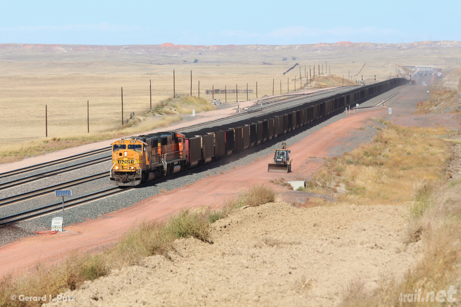 usa_bnsf_sd70macnr8846_coal_2_178_powderriver_wy_2013_L[1].jpg