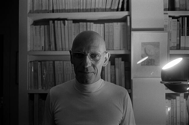 http://lounge.obviousmag.org/isso_compensa/2014/12/23/Foulcault.jpg