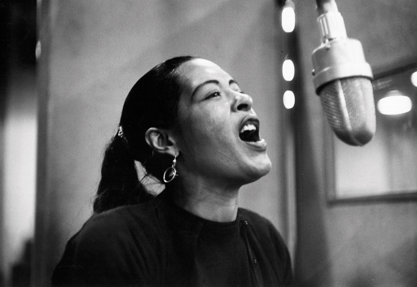 http://lounge.obviousmag.org/isso_compensa/2015/04/05/Billie_Holiday_03.jpg