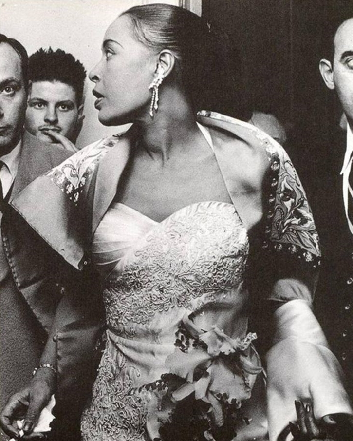 http://lounge.obviousmag.org/isso_compensa/2015/04/05/Billie_Holiday_09.jpg