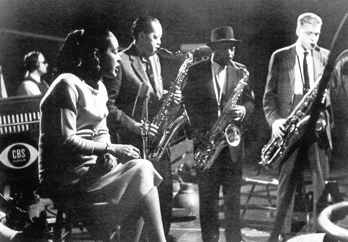 http://lounge.obviousmag.org/isso_compensa/2015/04/05/Billie_Holiday_14.jpg