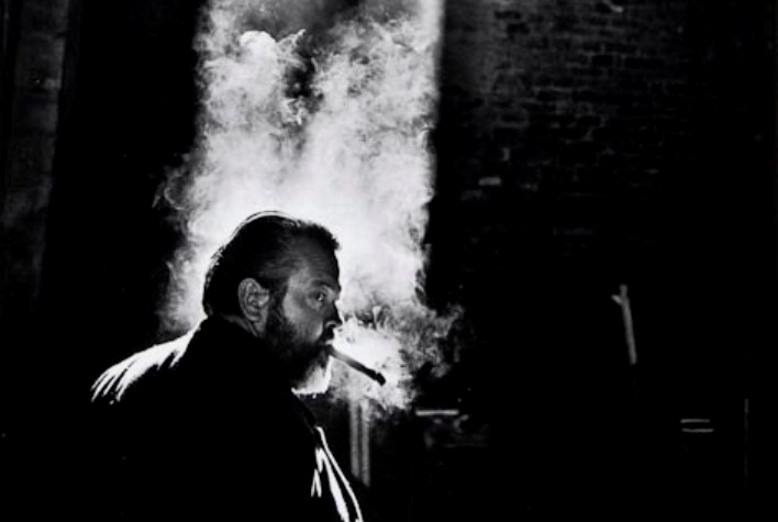 http://lounge.obviousmag.org/isso_compensa/2015/05/08/orson_welles_smoke.jpg