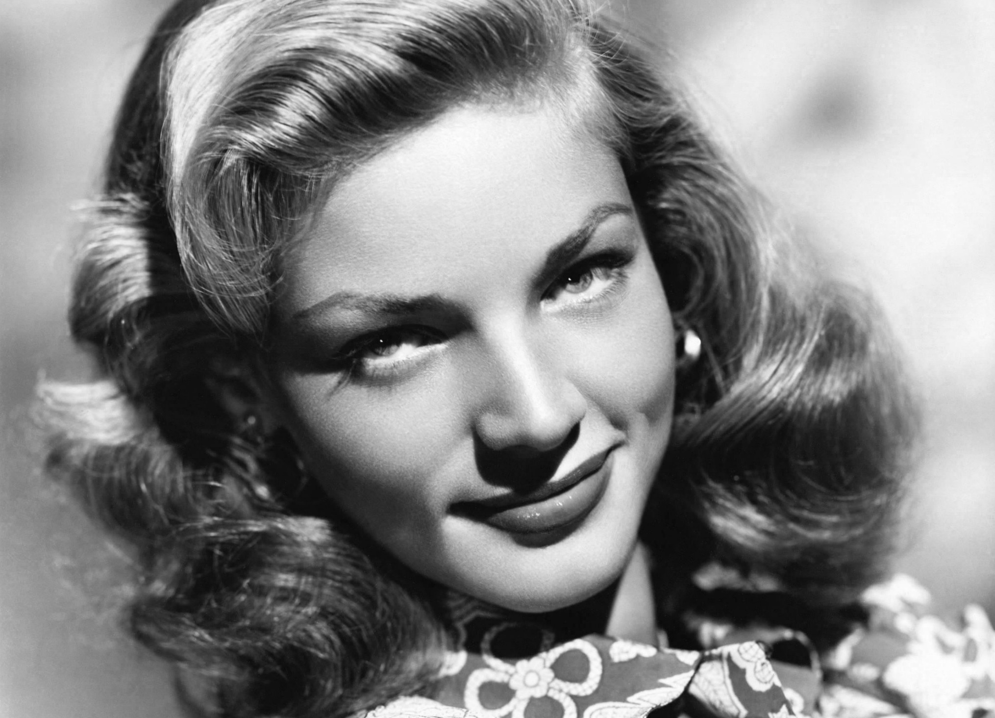 http://lounge.obviousmag.org/isso_compensa/2015/12/14/lauren-bacall.jpg