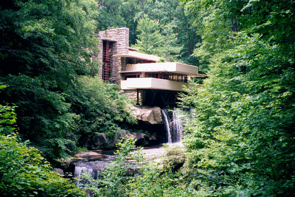 Falling-water-architecture-house-design-by-Frank-Lloyd-Wright.jpg