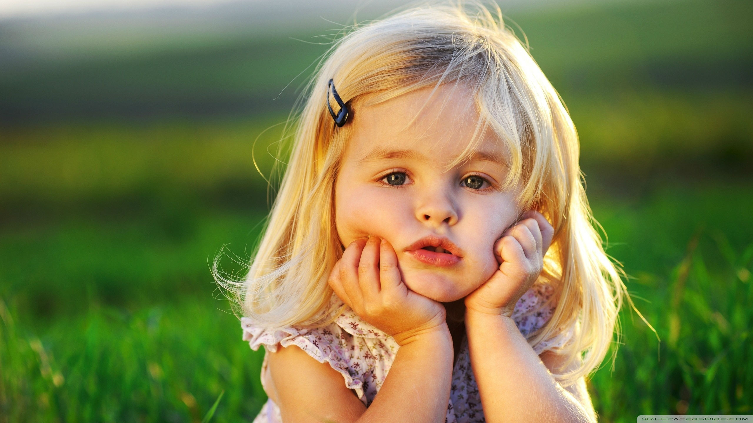 http://lounge.obviousmag.org/lady_day/2015/03/07/imagens/cute_baby_girl-wallpaper-2560x1440.jpg