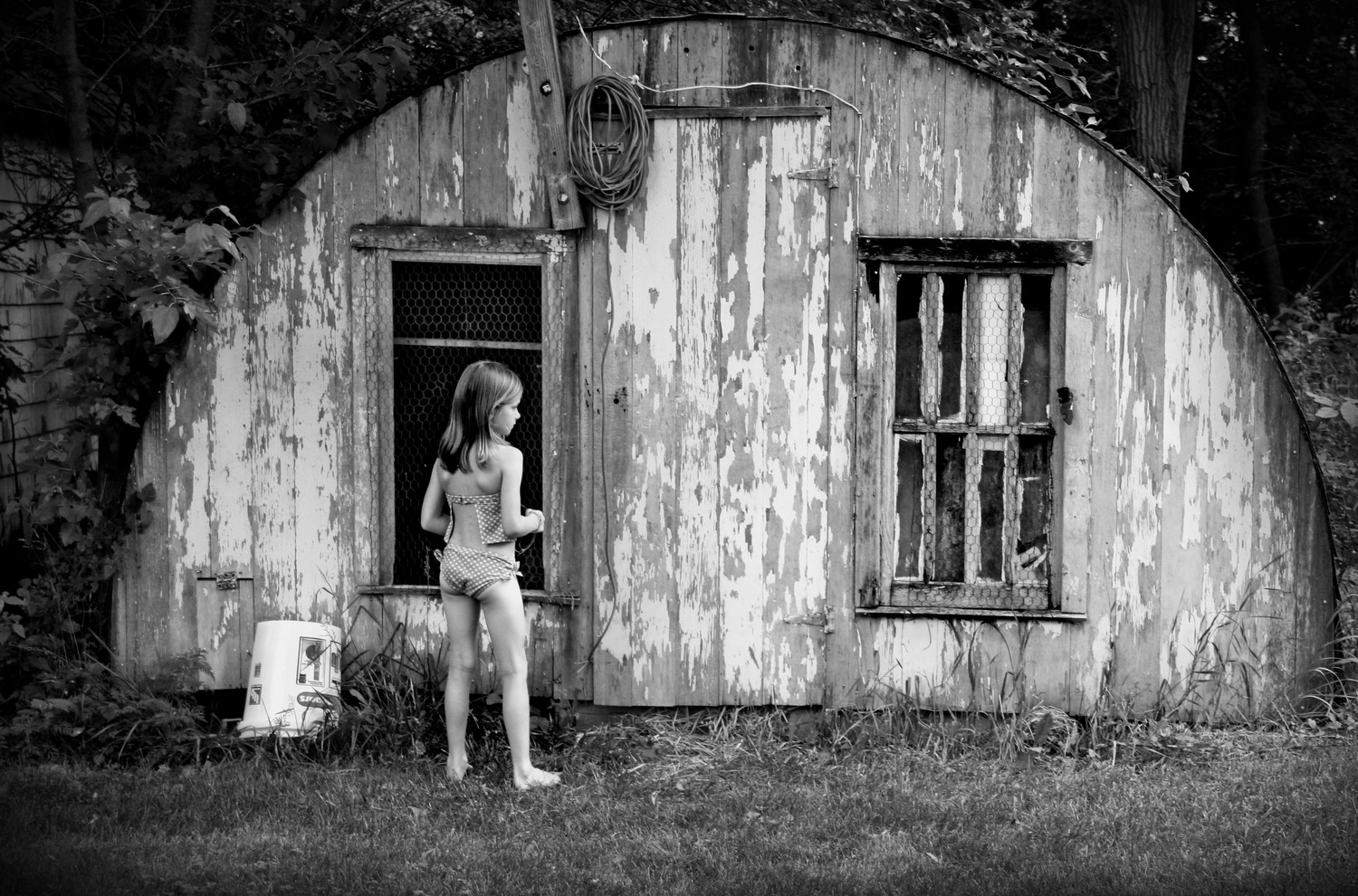 Girl+on+the+farm_bw.jpg