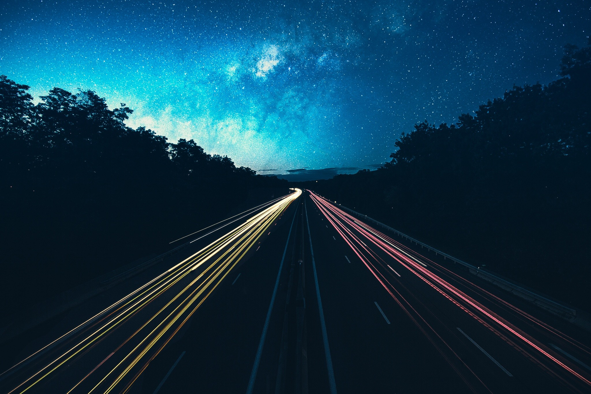 http://lounge.obviousmag.org/monologos_dialogos_e_discussoes/9384-night-sky-road-lights-stars.jpg