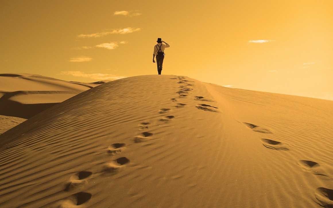 A_Man_Walking_in_Desert_Wallpaper-1160x725.jpg
