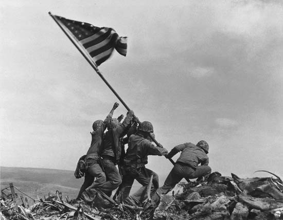 Marines_raising_the_Flag_over_Mt_Surabachi.jpg