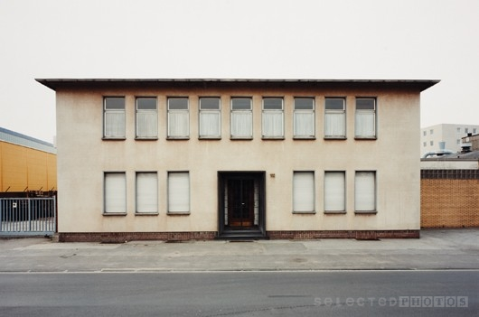 Thomas__Ruff_Haus_no.102.jpg