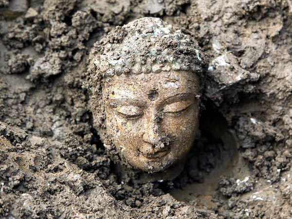 china-buddhas-found-head-earth_50929_600x450.jpg