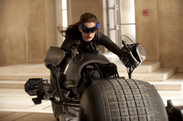 dark-knight-rises-movie-image-catwoman-anne-hathaway-01-600x399.jpg