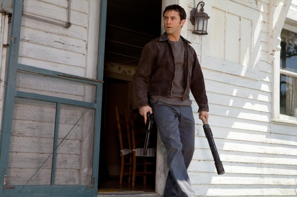 Joseph-Gordon-Levitt-in-Looper-2012-Movie-Image-2-e1332035620795.jpg