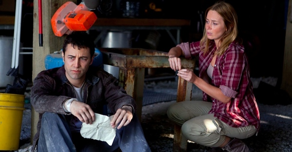 joseph-gordon-levitt-with-emily-blunt-looper-movie-916.jpeg