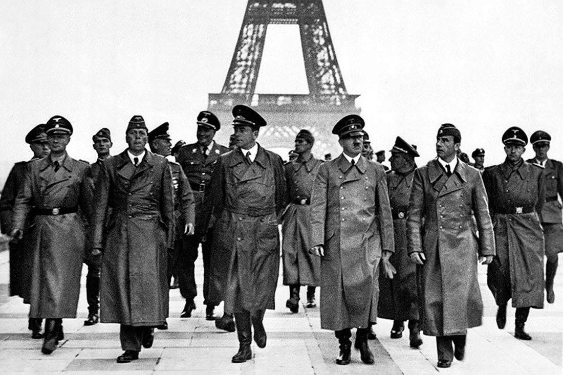 Hitler's triumphant tour of Paris, 1940 (1).jpg