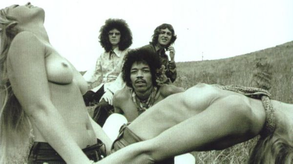 jimi_hendrix_experience_hawaii_maui_1968_topless_photo.jpg