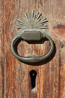 Door_knocker,_Mustafapaşa.jpg
