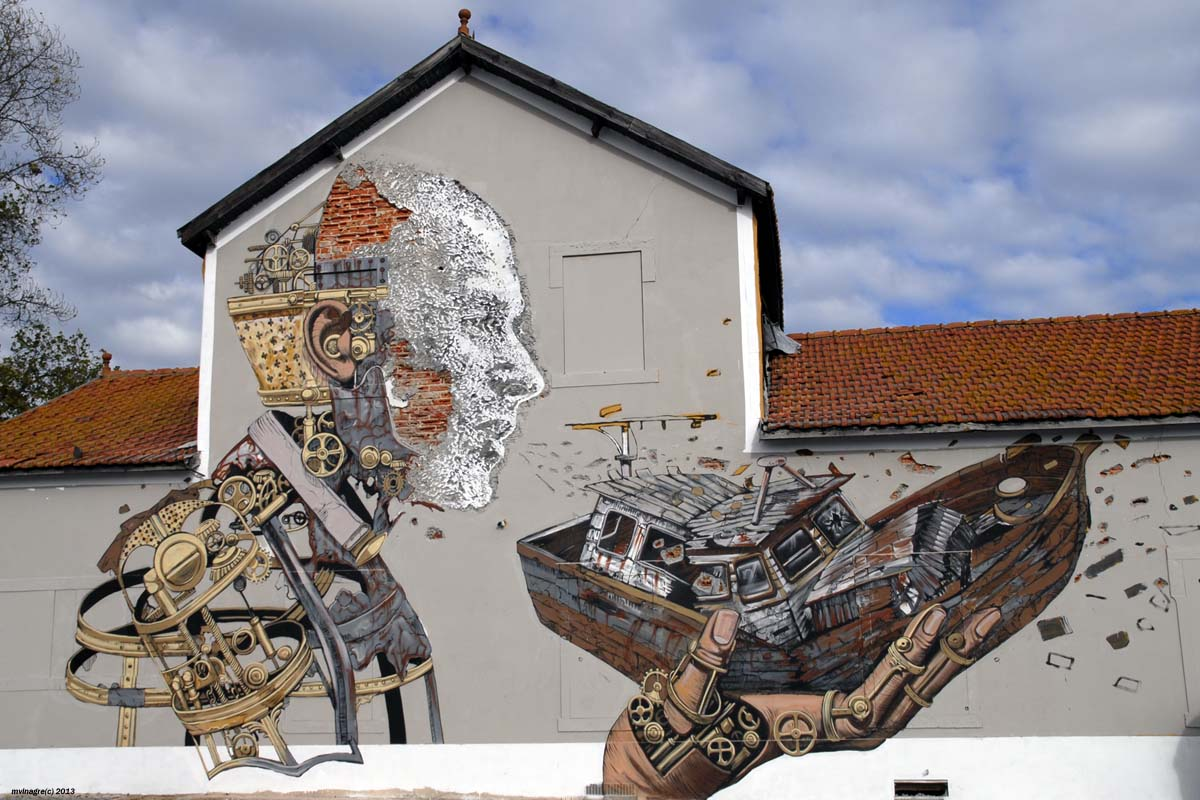 Automaton-holding-a-boat-by-Pixel-Pancho-and-Vhils-2.jpg