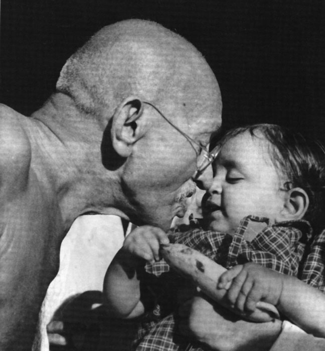 Gandhi_and_child.jpg