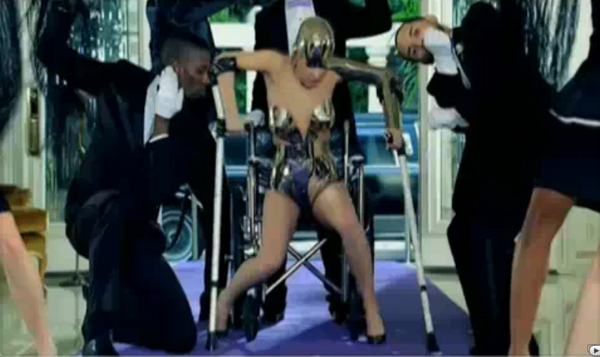 Lady-Gaga-Crutches2.jpg