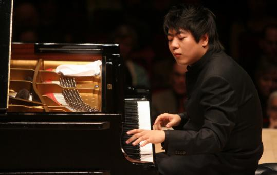 Lang-Lang-at-piano539w.jpg