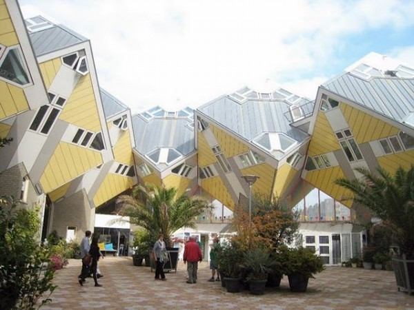 http://lounge.obviousmag.org/so_para_loucos/cubic%20houses.jpg