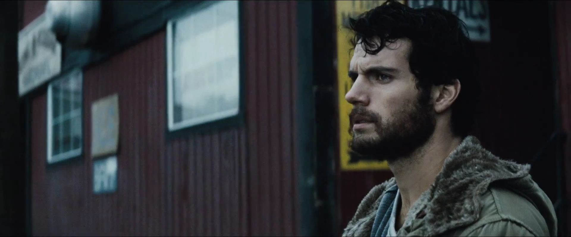 http://lounge.obviousmag.org/sociocratico/2013/07/17/imagens/Man-of-Steel-Trailer-Images-Henry-Cavill-as-Clark-Kent.jpg