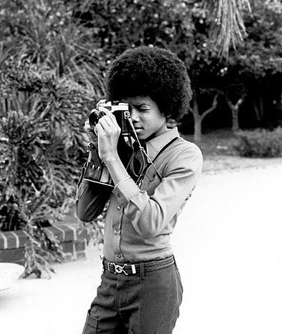 Celebrities with Their Vintage Cameras (10).jpg