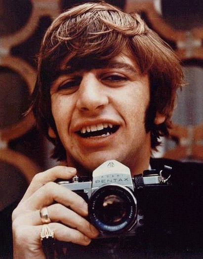 Celebrities with Their Vintage Cameras (17).jpg