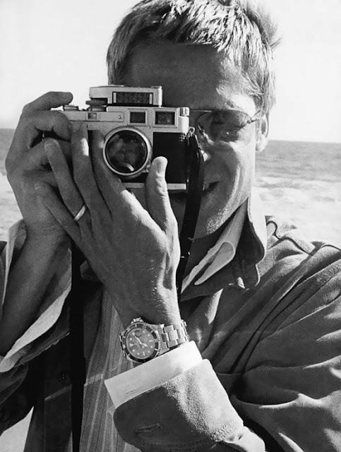 Celebrities with Their Vintage Cameras (21).jpg