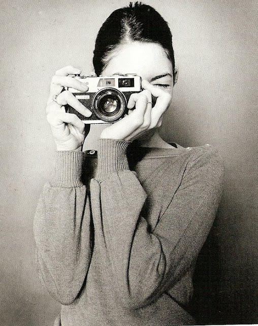 Celebrities with Their Vintage Cameras (31).jpg