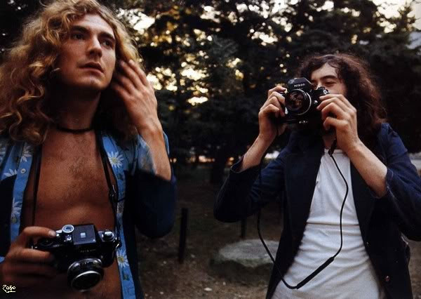 Celebrities with Their Vintage Cameras (35).jpg
