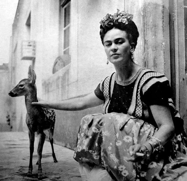 Frida Kahlo with Granizo, 1939.jpg