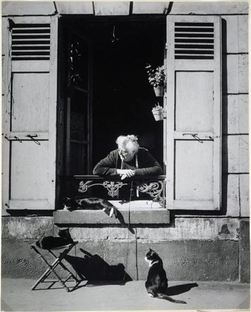 Brassaï, concierge, Paris, 1946.jpg