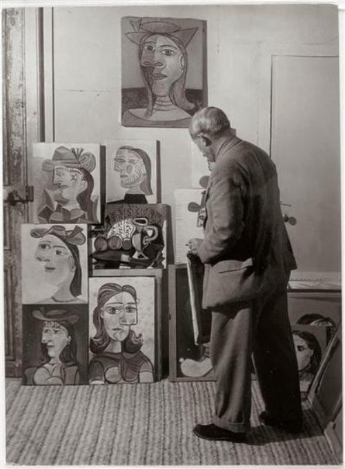 Picasso and his portraits of Dora Maar, photographer Brassaï, 1939.jpg